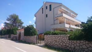 Apartment House Nono, Apartmány  Povljana - big - 43