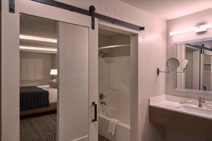 Fredericksburg Inn and Suites, Hotely  Fredericksburg - big - 8