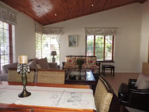 Self Contained Apartment in Upper Tokai, Southern Suburbs