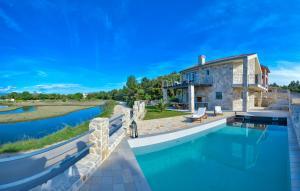 Amazing Villa Ele