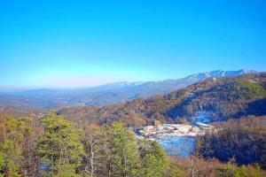 Whispering Creek Holiday home, Holiday homes  Gatlinburg - big - 19