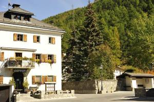 Chesa Staila Hotel - B&B, Bed and Breakfasts  La Punt-Chamues-ch - big - 90