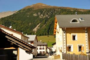Chesa Staila Hotel - B&B, Bed and Breakfasts  La Punt-Chamues-ch - big - 91