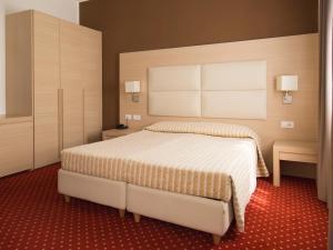 (Hotel Regina)
