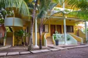 Sea Eye Hotel Tropical Building