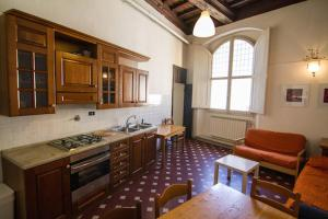 Apartment with frescoed ceilings - City Center