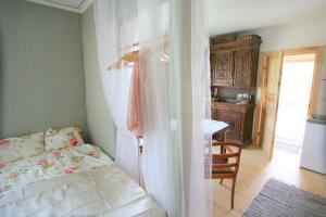 White Dame Apartment