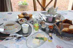 Chambre D'hotes Le Clos Fleuri, Bed & Breakfasts  Criel-sur-Mer - big - 2