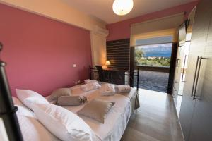 Luxurious Villa Kastro with Salt Water Swimming Pool, Ville  Nikiana - big - 68