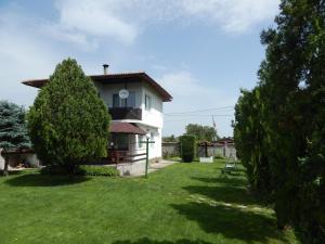 Kristi Houses