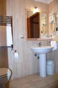 Hotel Ristorante Donato, Hotely  Calvizzano - big - 23