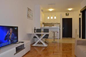 Apartments Podmaine