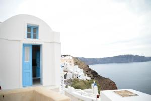 Genesis Cave Houses(Oia)