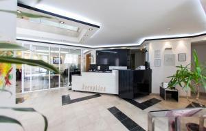 Hotel Hayat - фото 1