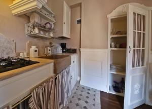 Beautiful Santi Apostoli 2 bedroom apartment