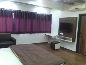 12 Star Garuda, Hotels  Pune - big - 11