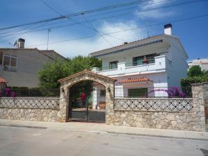 Villa service Casa Nirvino, Дома для отпуска  Калафелл - big - 1