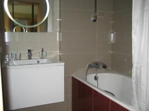 Apartment Larisa, Apartmány  Sochi - big - 7