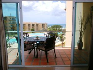 Bella Vista Two-bedroom condo - BC356, Appartamenti  Palm-Eagle Beach - big - 42