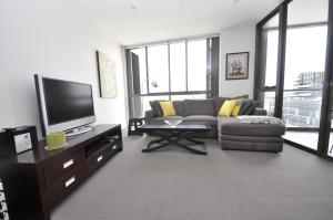 Waterloo Self-Contained Modern One-Bedroom Apartment (708SAM)