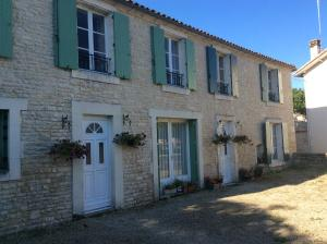 Le Petit Bijou, Bed & Breakfast  Saint-Fraigne - big - 37