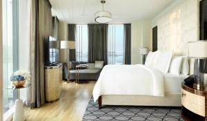 Four Seasons Executive Suite with King Bed