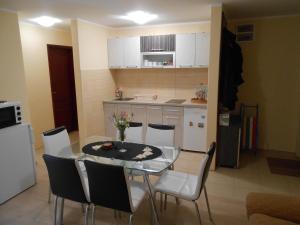 Apartment Mladenovic, Apartmanok  Zlatibor - big - 8