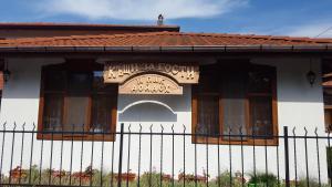 A I Pak Doidoh Houses