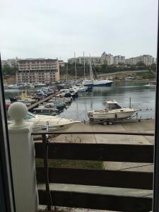Эллинг Стрелецкий, Апартаменты  Севастополь - big - 1