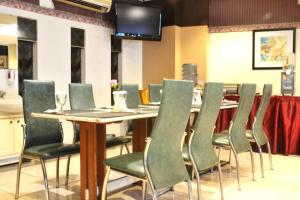 ZEN Rooms KH Mas Mansyur, Hotely  Surabaya - big - 14