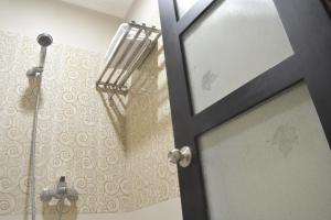 ZEN Rooms KH Mas Mansyur, Hotely  Surabaya - big - 5