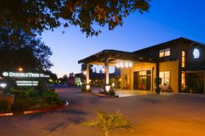 DoubleTree by Hilton Claremont - Hotel