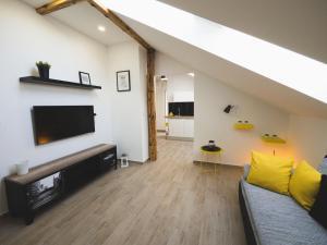 Apartments Sunny Garden, Apartments  Brodarica - big - 5