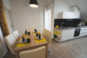 Apartments Sunny Garden, Apartments  Brodarica - big - 8