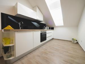 Apartments Sunny Garden, Apartments  Brodarica - big - 9