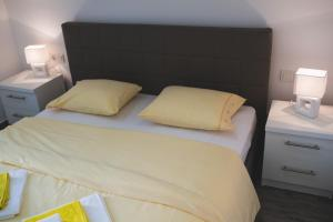 Apartments Sunny Garden, Apartments  Brodarica - big - 13