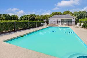 Baymont Inn and Suites - Smithfield