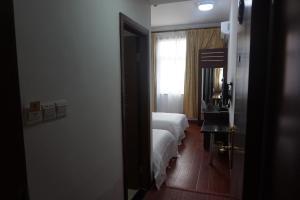 (Shanghai Junhang Holiday Hotel)