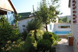 Guest House U Tatyany, Guest houses  Malorechenskoye - big - 33