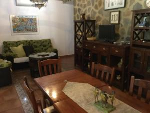 Los Cazadores, Bed & Breakfast  El Gastor - big - 34