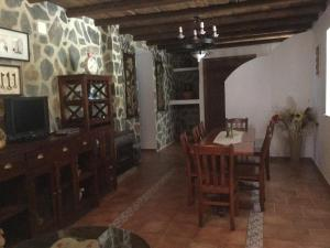 Los Cazadores, Bed & Breakfast  El Gastor - big - 33