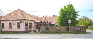 Borostyánkert Étterem & Vendégház