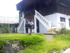 Tomohon Apeles'z House