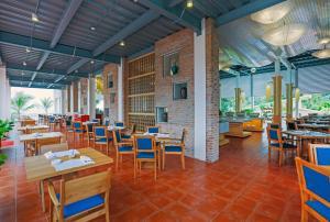 Centara Sandy Beach Resort Danang, Курортные отели  Дананг - big - 36