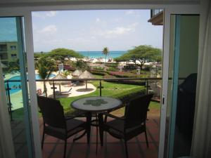 Royal Aquamarine Three-bedroom condo - BC252, Apartments  Palm-Eagle Beach - big - 1