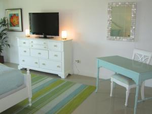 Royal Aquamarine Three-bedroom condo - BC252, Ferienwohnungen  Palm-Eagle Beach - big - 10
