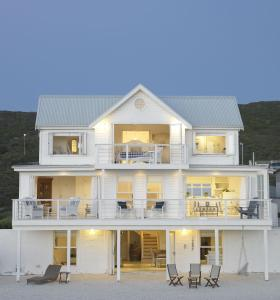 白屋海灘別墅 (The White House Beach Villa)