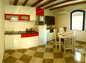 Karmen's Apartment One