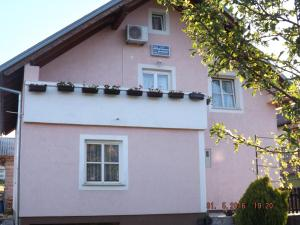 Studio Apartments Grubešic