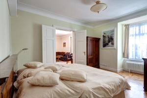 The White Swan Double Apartment